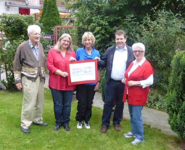 SPD Arheilgen mit Spendenscheck für die AWO