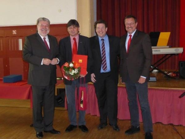 v.l.n.r.: Ministerpräsident a.D Kurt Beck, Bezirksverwalter Andreas Schmidt, Hanno Benz Vorsitzender der SPD Arheilgen und der SPD
