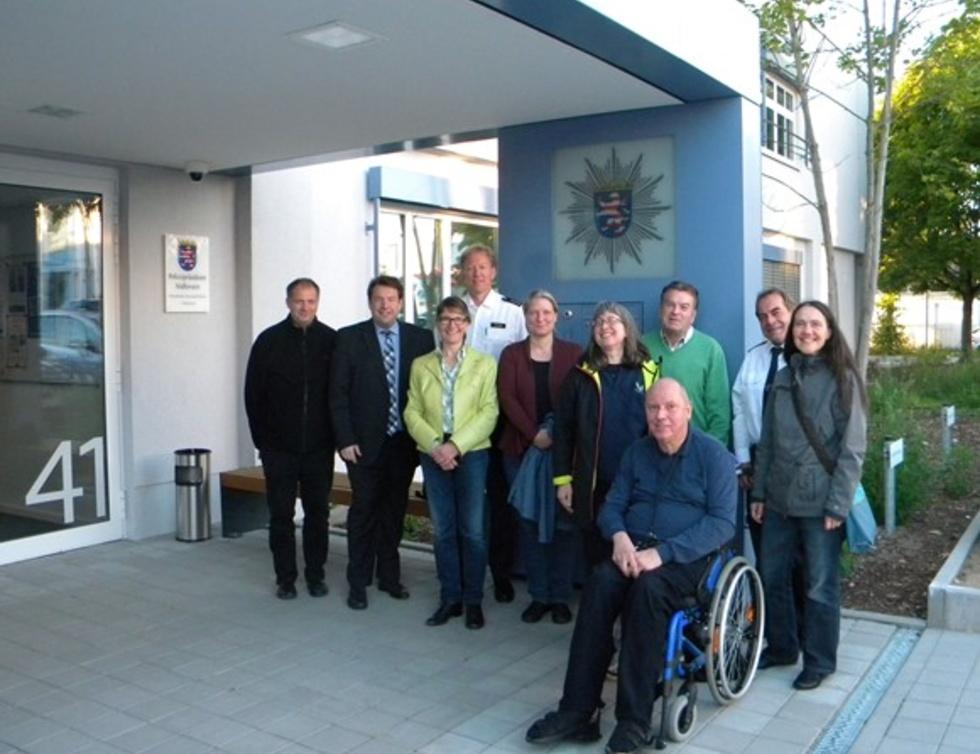 Gruppenbild OV Arheilgen Besuch des 3. Polizereviers