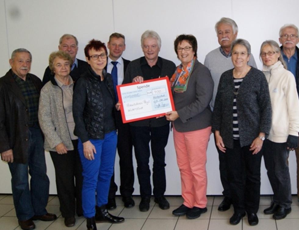 Gruppenbild mit Brigitte Zypries und dem Arbeitskreis Asyl Weiterstadt
