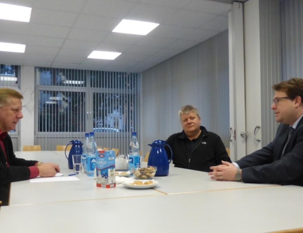 Peter Grünig, Horst Miltenberger und Hanno Benz beim Besuch der Stadtteilwerkstatt