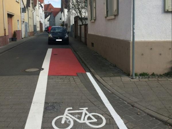 Kürzester Radweg der Stadt in der Gute-Garten-Straße in Arheilgen
