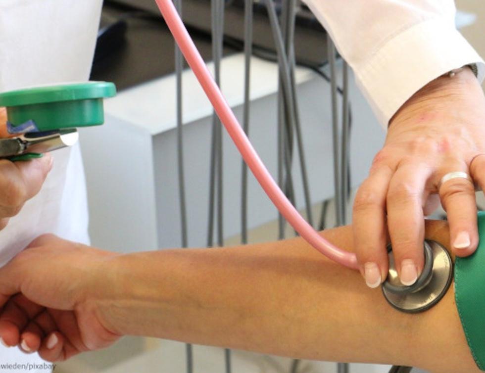 Pulsmessung beim Arzt