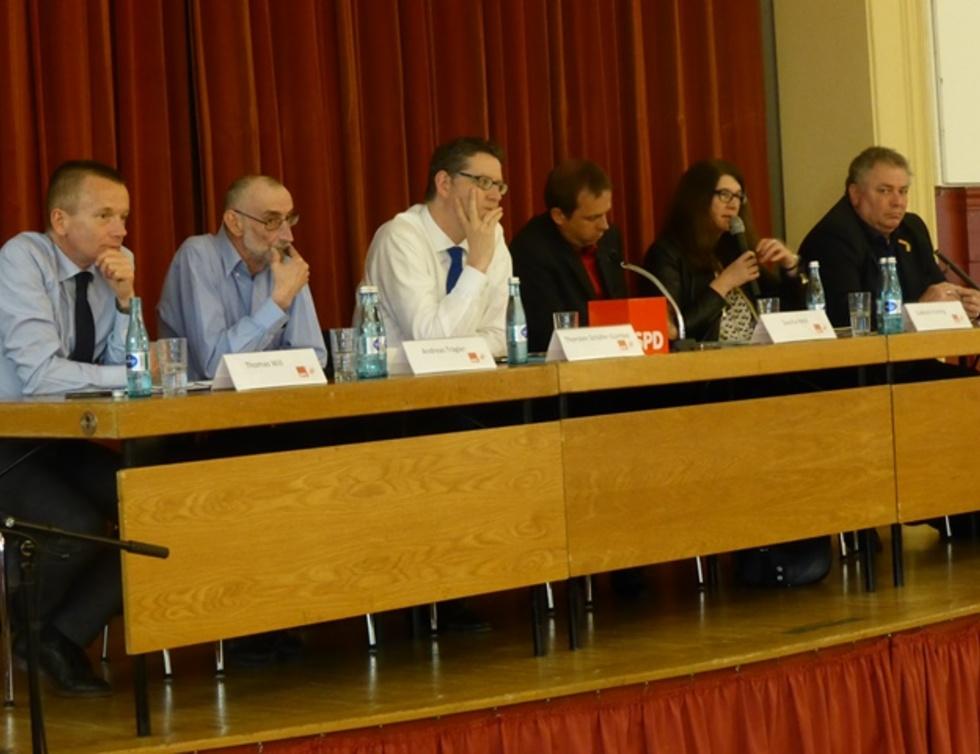 Gruppenbild Podiumsdiskussion mit TSG, Andreas Träger und anderen