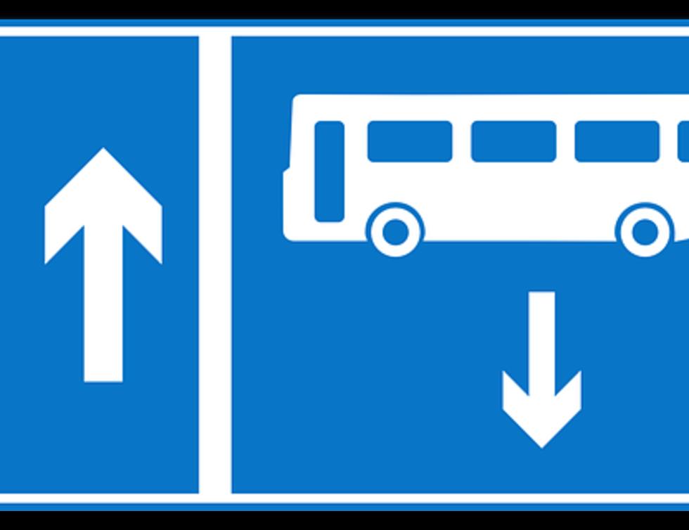 Straßenschild Busspur