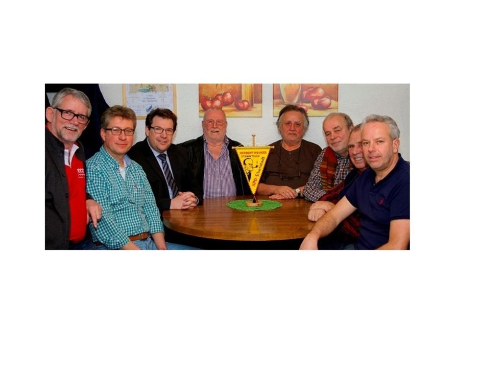 Der Herbert-Wehner-Stammtisch der Eberstädter SPD mit Hanno Benz: (v.l.n.r.): Richard Smith, Peter Schüttler, Franz Volkers, Reiner Dächert, Hans Ritter, Hans Hoffmann und Felix Staudt.