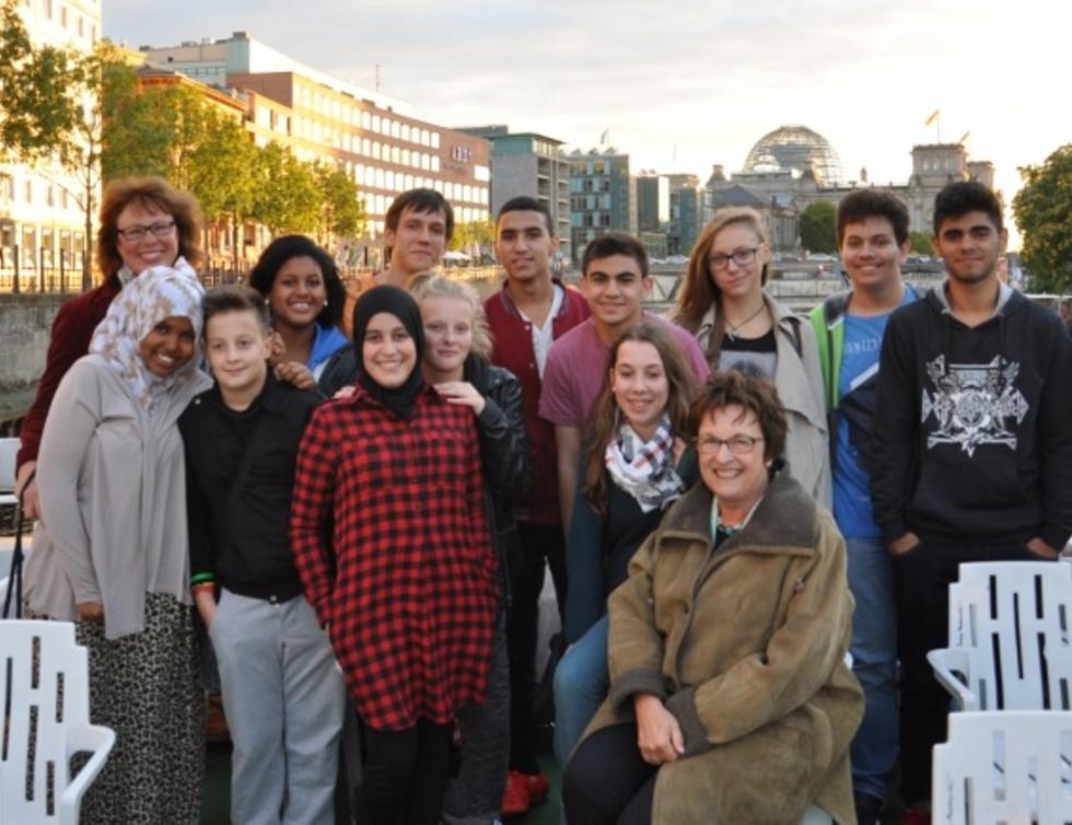 Gruppenbild Brigitte Zypries mit Schüler*innen