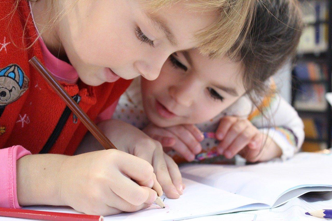 Kinder Mädchen Bleistift