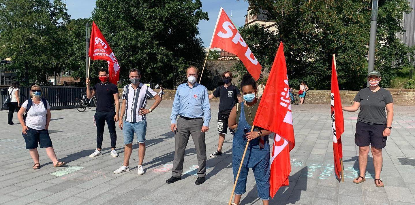 Die SPD bei Familien in der Krise auf dem Friedensplatz